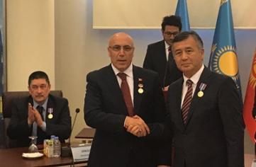 """Dr. İlyas DEMİRCİ'ye """"Kırgızistan Devlet Şeref Madalyası"""""""