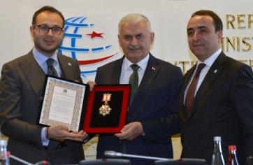 Sayın Binali YILDIRIM'a Üstün Hizmet Madalyası